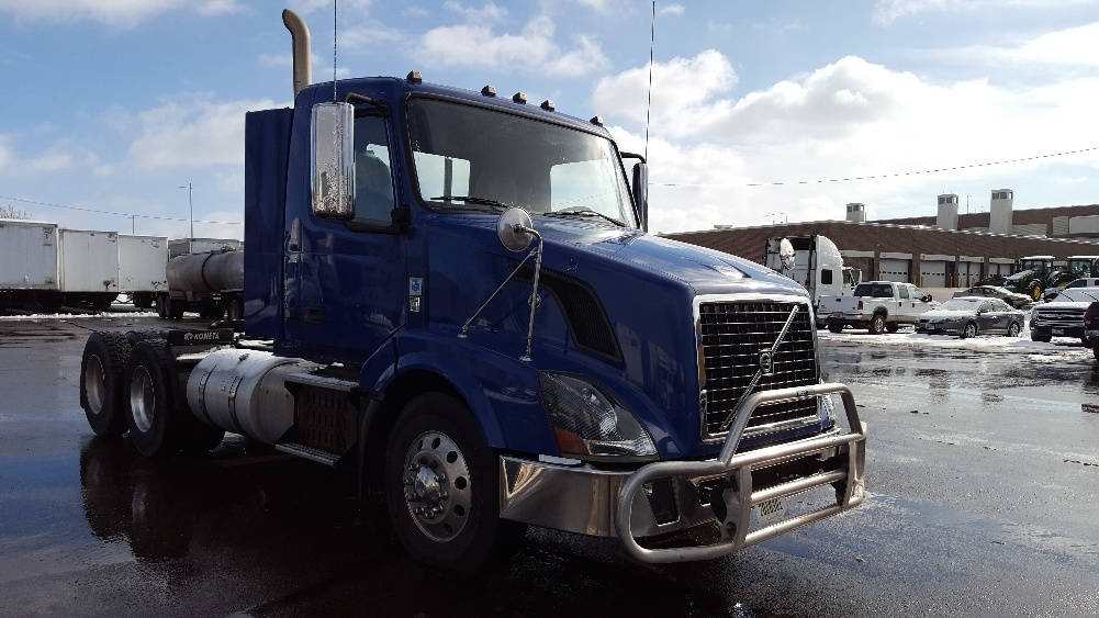 Day Cab Tractor-Heavy Duty Tractors-Volvo-2012-VNL64T300-MADISON-WI-299,486 miles-$41,250