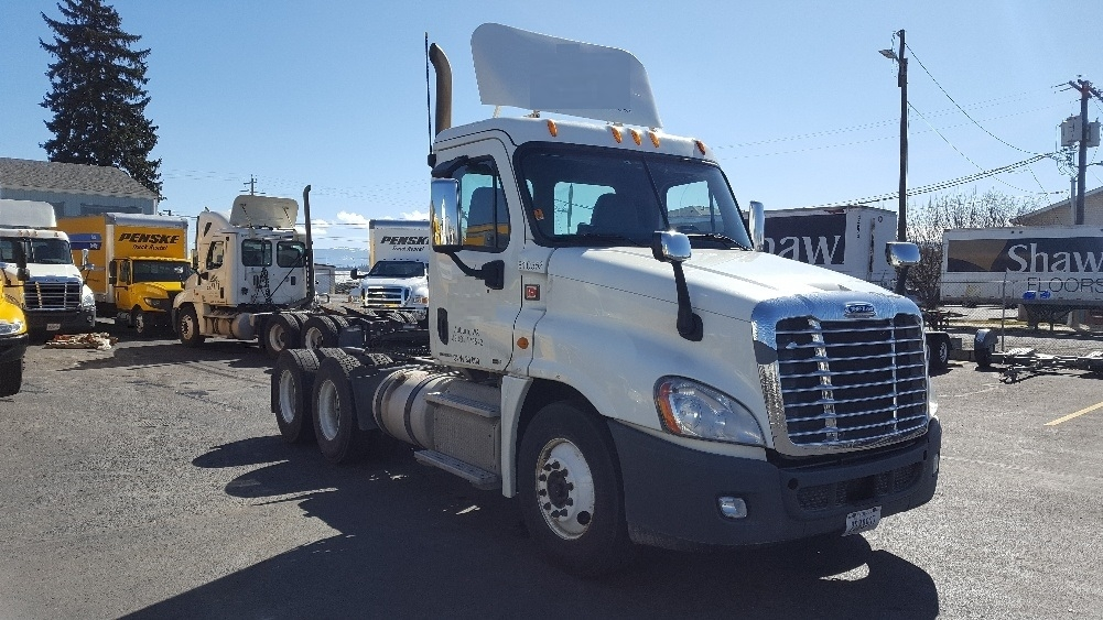 Day Cab Tractor-Heavy Duty Tractors-Freightliner-2012-Cascadia 12564ST-SPOKANE VALLEY-WA-432,766 miles-$41,250