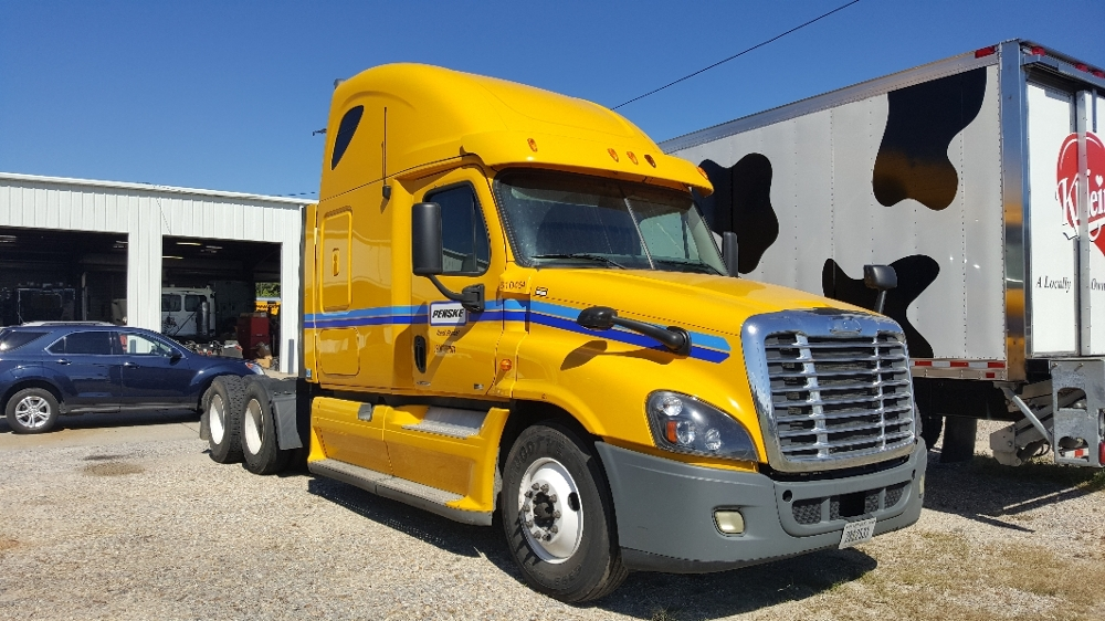 Sleeper Tractor-Heavy Duty Tractors-Freightliner-2012-Cascadia 12564ST-JACKSON-MS-587,116 miles-$18,000