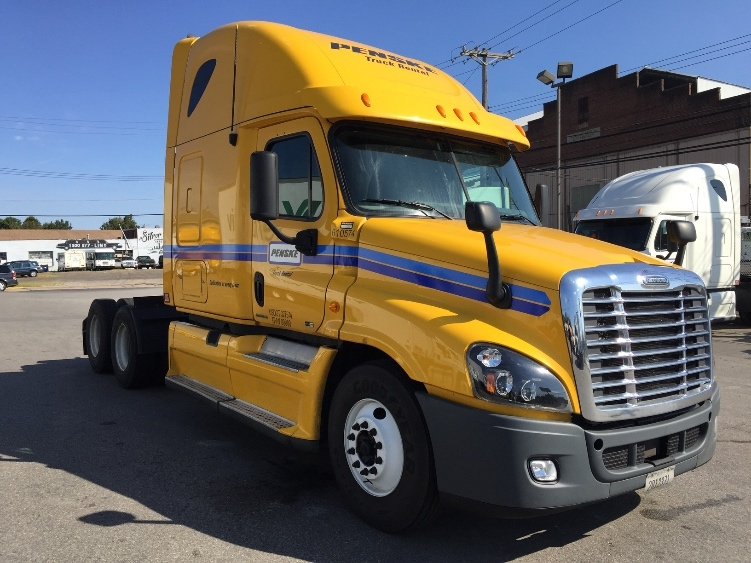 Sleeper Tractor-Heavy Duty Tractors-Freightliner-2012-Cascadia 12564ST-PITTSBURGH-PA-654,746 miles-$33,000