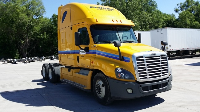 Sleeper Tractor-Heavy Duty Tractors-Freightliner-2012-Cascadia 12564ST-MEDFORD-OR-561,216 miles-$24,500