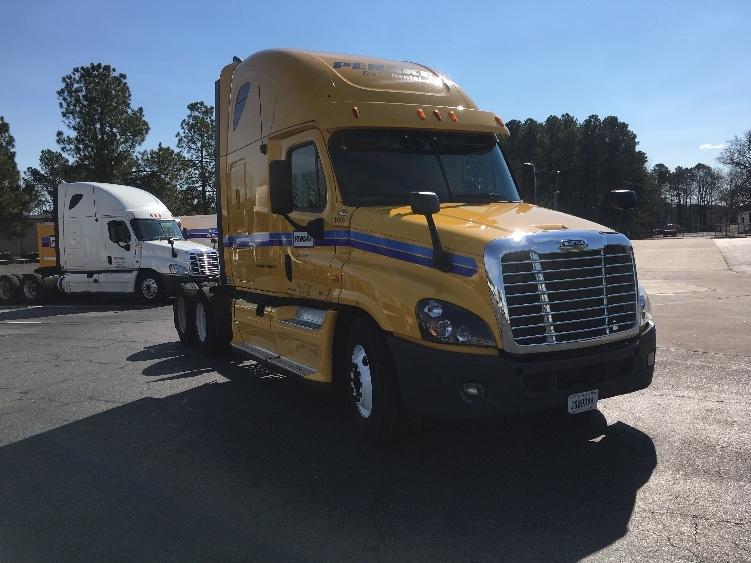 Sleeper Tractor-Heavy Duty Tractors-Freightliner-2012-Cascadia 12564ST-LITTLE ROCK-AR-560,783 miles-$17,500