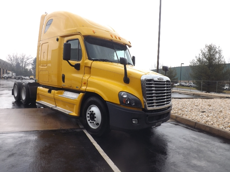 Sleeper Tractor-Heavy Duty Tractors-Freightliner-2012-Cascadia 12564ST-LONDONDERRY-NH-581,018 miles-$16,000