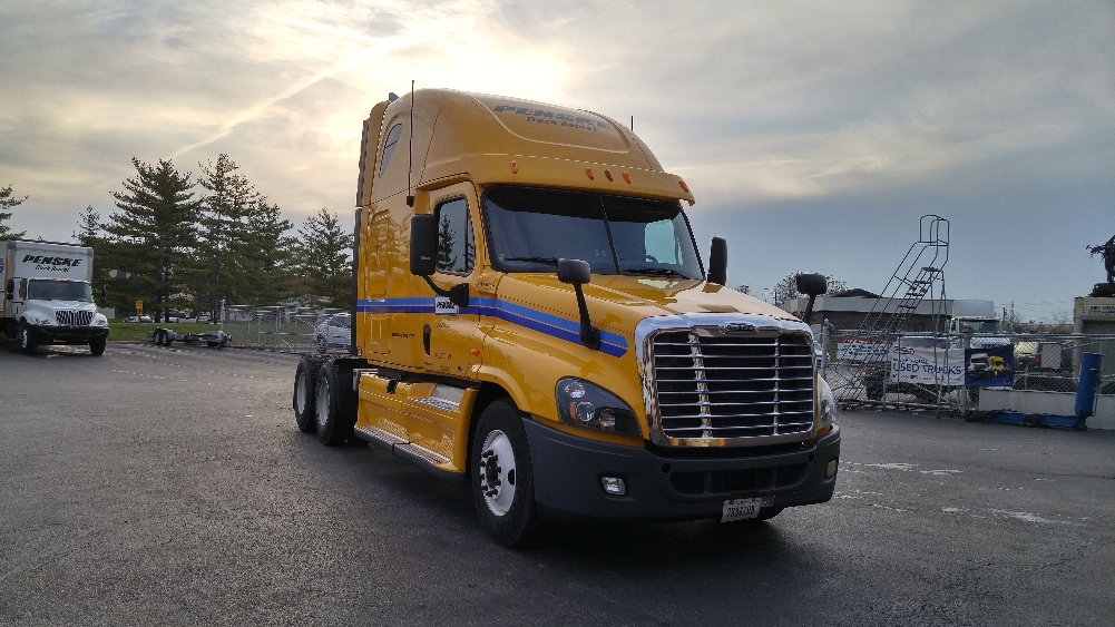 Sleeper Tractor-Heavy Duty Tractors-Freightliner-2012-Cascadia 12564ST-DAYTON-OH-627,057 miles-$33,000
