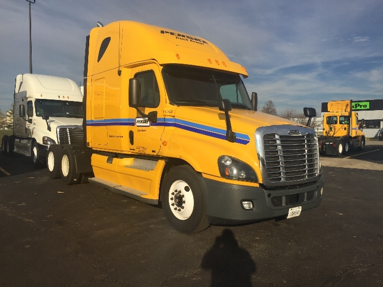 Sleeper Tractor-Heavy Duty Tractors-Freightliner-2012-Cascadia 12564ST-YOUNGSTOWN-OH-529,221 miles-$36,000