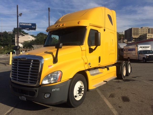 Sleeper Tractor-Heavy Duty Tractors-Freightliner-2012-Cascadia 12564ST-NORTH BERGEN-NJ-590,500 miles-$33,000