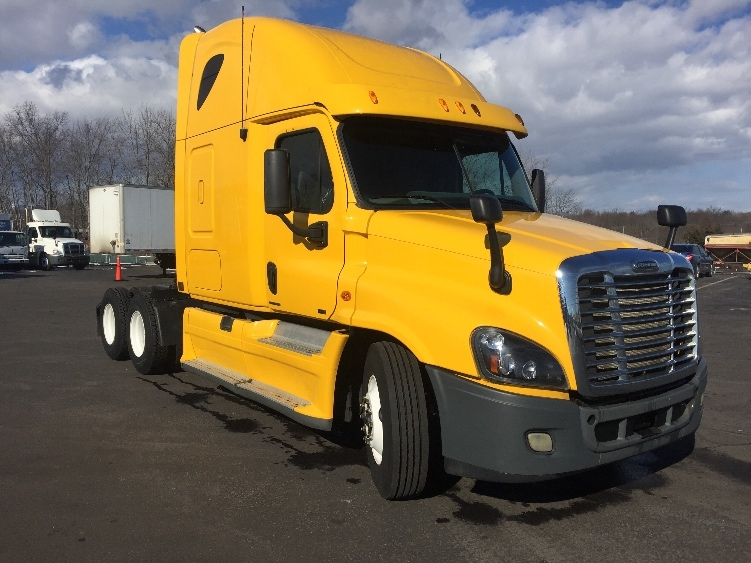 Sleeper Tractor-Heavy Duty Tractors-Freightliner-2012-Cascadia 12564ST-LONDONDERRY-NH-555,541 miles-$33,500