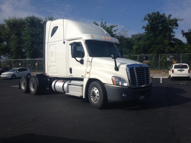 Sleeper Tractor-Heavy Duty Tractors-Freightliner-2012-Cascadia 12564ST-PELL CITY-AL-579,258 miles-$37,750