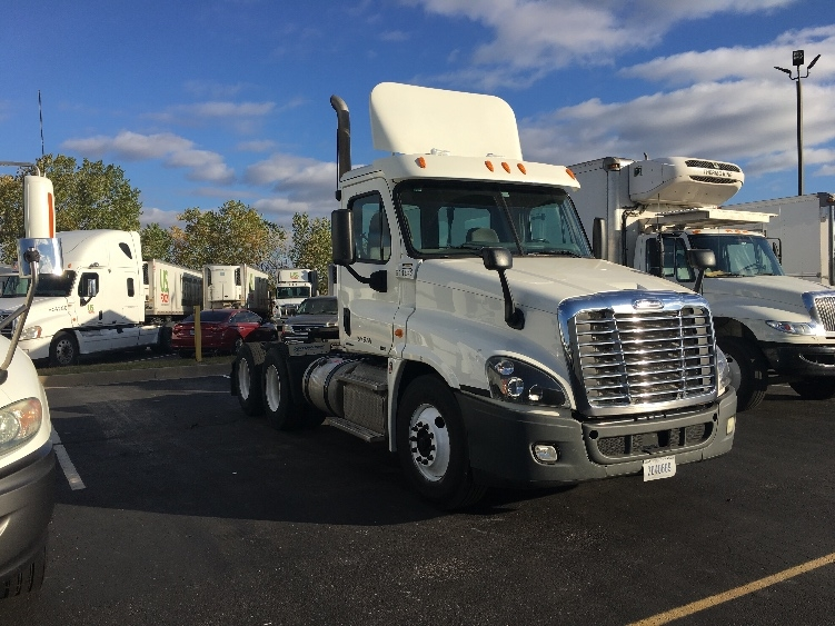 Day Cab Tractor-Heavy Duty Tractors-Freightliner-2012-Cascadia 12564ST-WICHITA-KS-156,015 miles-$61,250