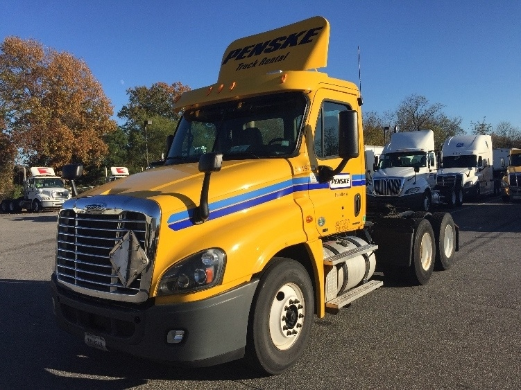 Day Cab Tractor-Heavy Duty Tractors-Freightliner-2012-Cascadia 12564ST-CHESAPEAKE-VA-332,607 miles-$32,750