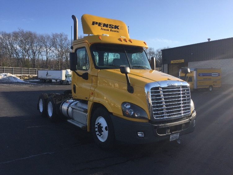 Day Cab Tractor-Heavy Duty Tractors-Freightliner-2012-Cascadia 12564ST-CRANSTON-RI-337,453 miles-$35,000