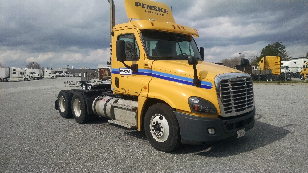 Day Cab Tractor-Heavy Duty Tractors-Freightliner-2012-Cascadia 12564ST-SALEM-VA-342,137 miles-$40,000