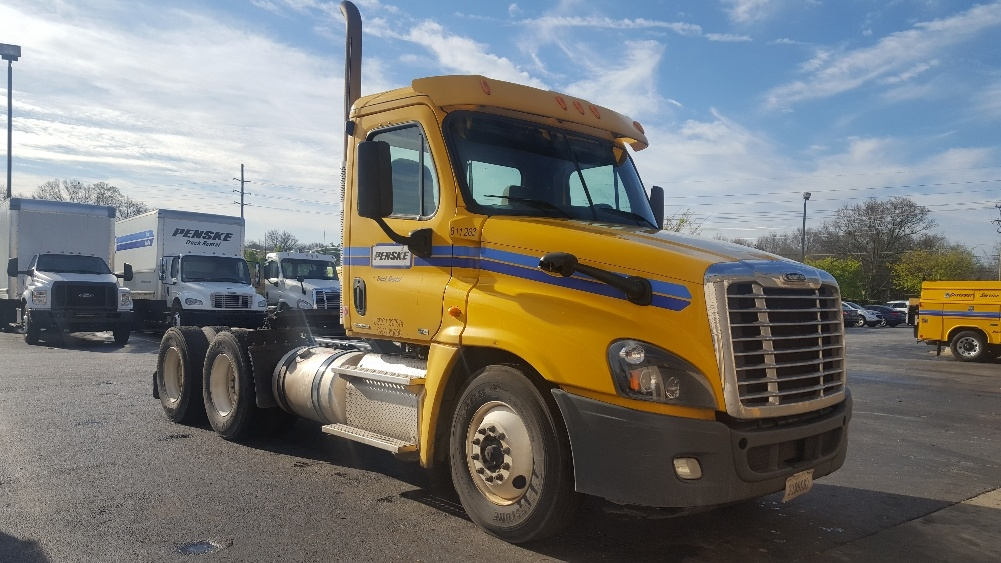 Day Cab Tractor-Heavy Duty Tractors-Freightliner-2012-Cascadia 12564ST-GREENVILLE-SC-479,566 miles-$35,250