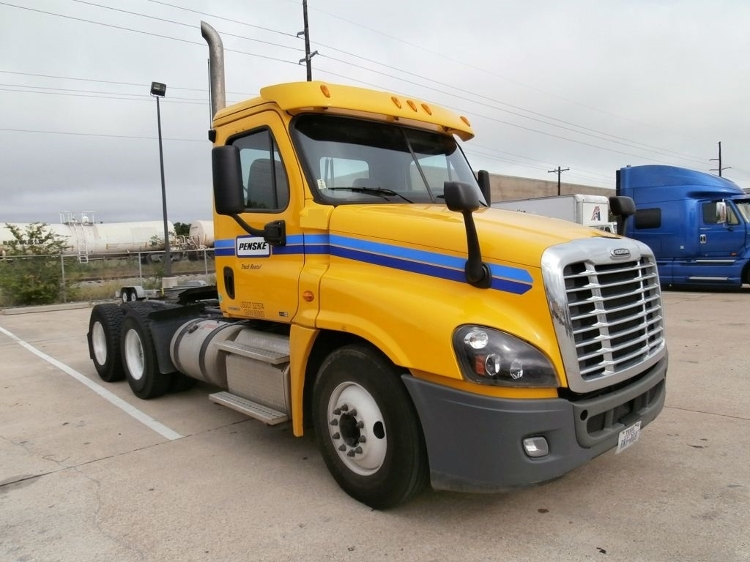 Day Cab Tractor-Heavy Duty Tractors-Freightliner-2012-Cascadia 12564ST-WACO-TX-235,943 miles-$45,250