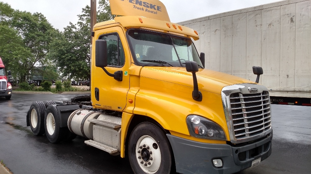 Day Cab Tractor-Heavy Duty Tractors-Freightliner-2012-Cascadia 12564ST-NEW CASTLE-DE-322,249 miles-$31,750