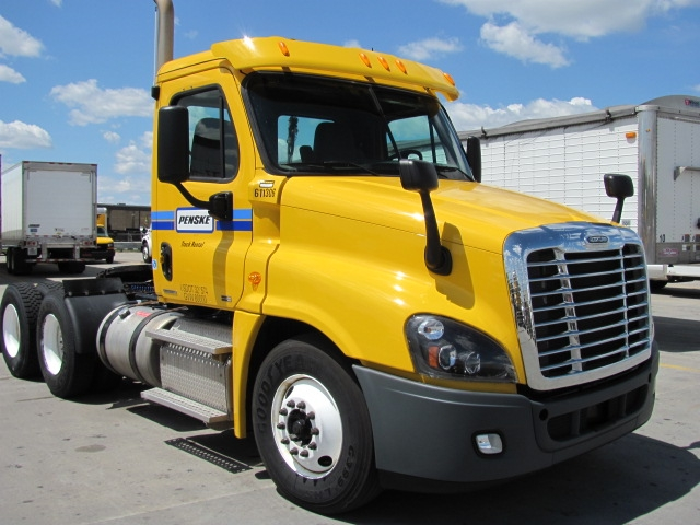 Day Cab Tractor-Heavy Duty Tractors-Freightliner-2012-Cascadia 12564ST-DES MOINES-IA-365,150 miles-$43,000