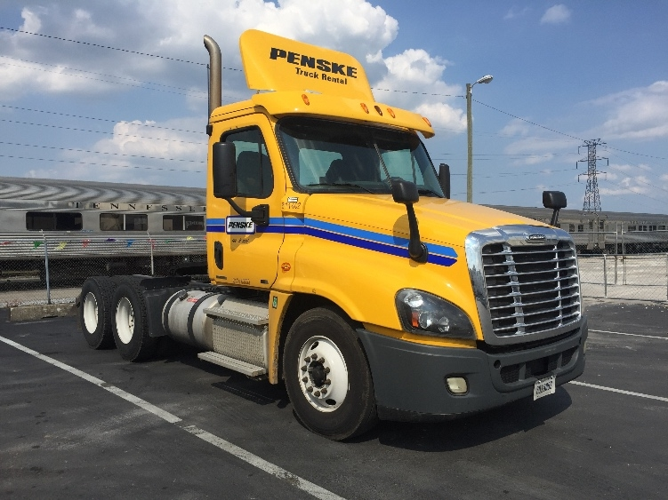 Day Cab Tractor-Heavy Duty Tractors-Freightliner-2012-Cascadia 12564ST-LOUISVILLE-KY-368,318 miles-$36,000