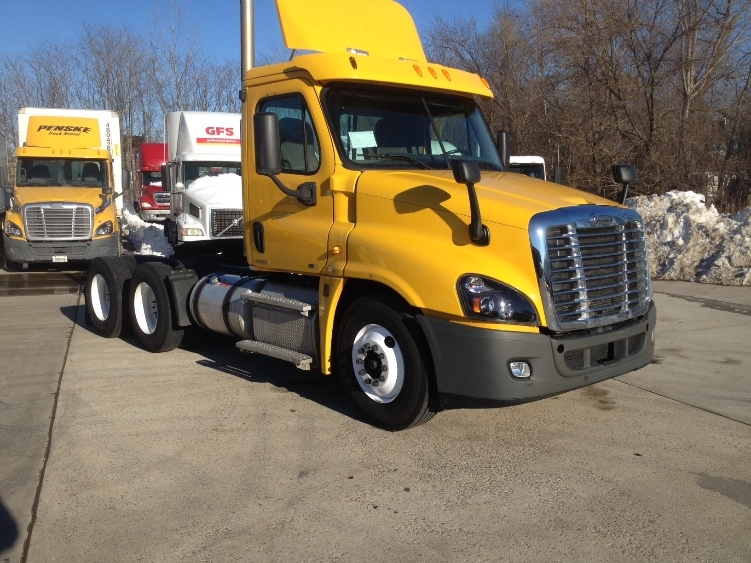 Day Cab Tractor-Heavy Duty Tractors-Freightliner-2012-Cascadia 12564ST-HARTFORD-CT-262,333 miles-$33,500