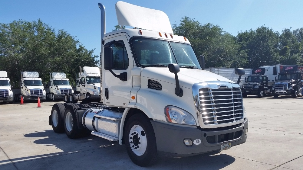 Day Cab Tractor-Heavy Duty Tractors-Freightliner-2012-Cascadia 11364ST-ORLANDO-FL-197,922 miles-$43,750