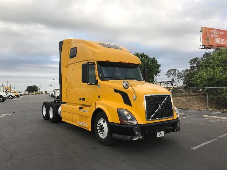 Sleeper Tractor-Heavy Duty Tractors-Volvo-2012-VNL64T670-FRESNO-CA-610,664 miles-$31,000