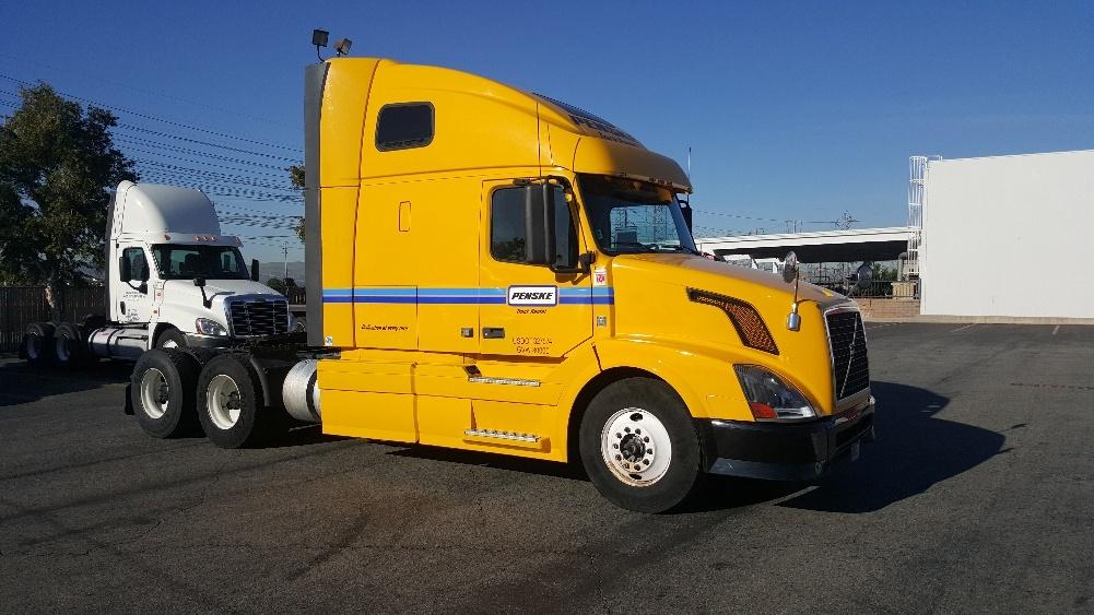 Sleeper Tractor-Heavy Duty Tractors-Volvo-2012-VNL64T670-TORRANCE-CA-563,295 miles-$30,500