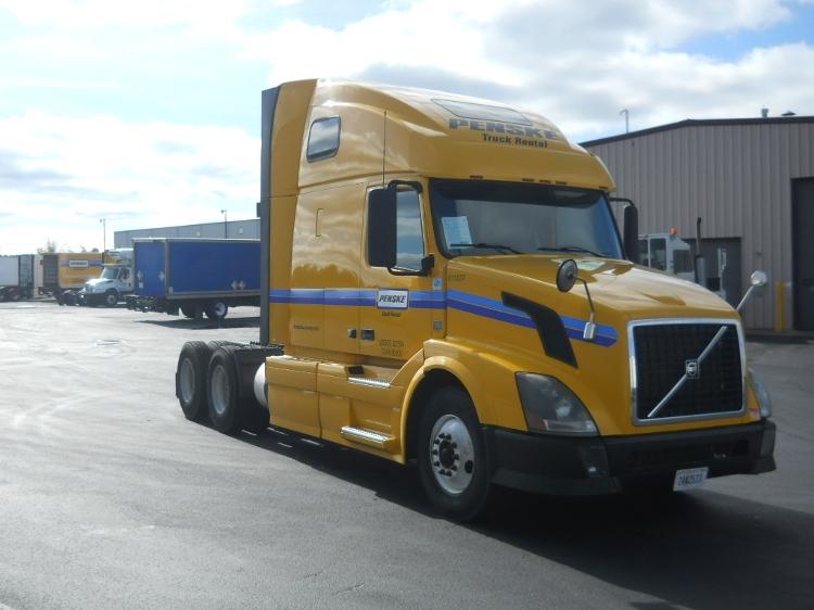 Sleeper Tractor-Heavy Duty Tractors-Volvo-2012-VNL64T670-PHOENIX-AZ-571,412 miles-$32,750
