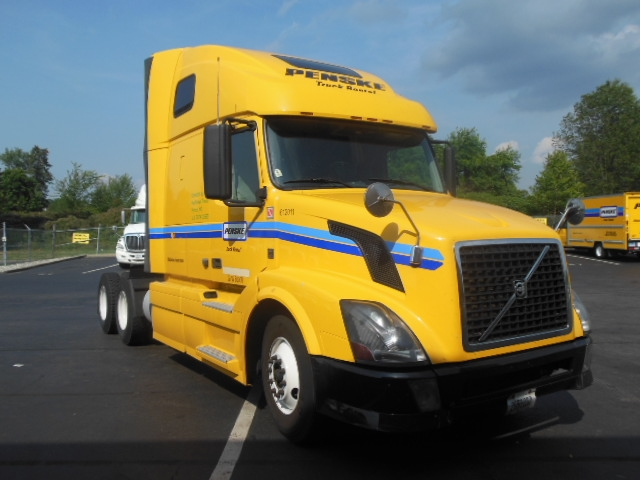 Sleeper Tractor-Heavy Duty Tractors-Volvo-2012-VNL64T670-MEDFORD-MA-439,151 miles-$34,250