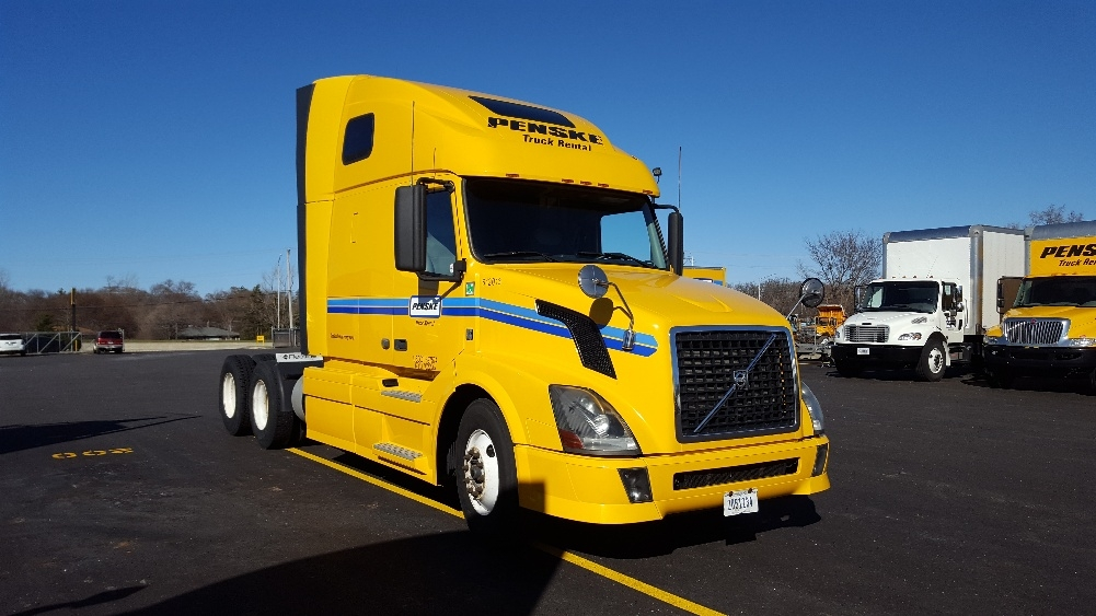 Sleeper Tractor-Heavy Duty Tractors-Volvo-2012-VNL64T670-WEST CHICAGO-IL-516,790 miles-$33,000