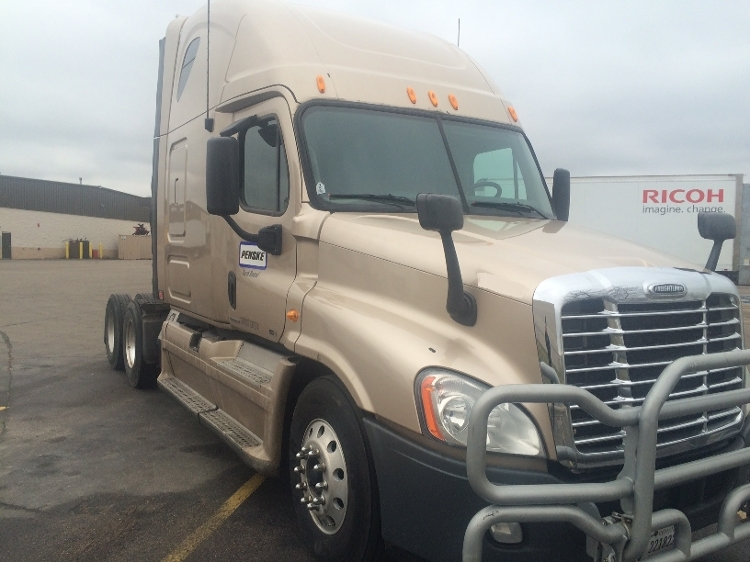 Sleeper Tractor-Heavy Duty Tractors-Freightliner-2012-Cascadia 12564ST-EAGAN-MN-589,091 miles-$36,750