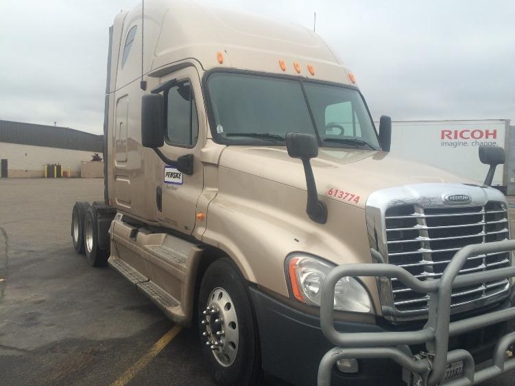 Sleeper Tractor-Heavy Duty Tractors-Freightliner-2012-Cascadia 12564ST-EAGAN-MN-516,266 miles-$39,500