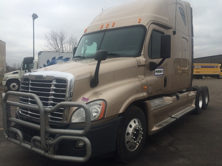 Sleeper Tractor-Heavy Duty Tractors-Freightliner-2012-Cascadia 12564ST-EAGAN-MN-575,812 miles-$41,000
