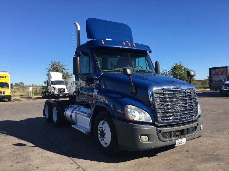 Day Cab Tractor-Heavy Duty Tractors-Freightliner-2012-Cascadia 12564ST-WICHITA-KS-292,978 miles-$57,500