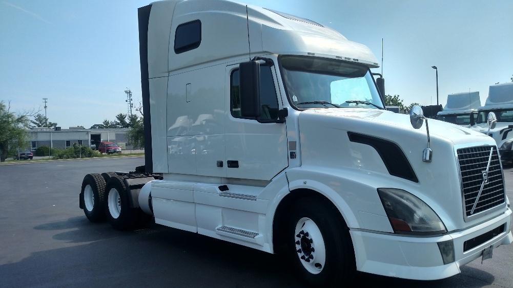 Sleeper Tractor-Heavy Duty Tractors-Volvo-2012-VNL64T670-NEW CASTLE-DE-687,068 miles-$33,500