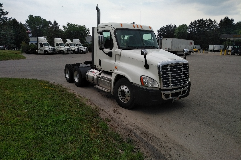 Day Cab Tractor-Heavy Duty Tractors-Freightliner-2012-Cascadia 12564ST-MADISON-WI-199,060 miles-$46,250