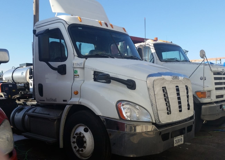 Day Cab Tractor-Heavy Duty Tractors-Freightliner-2012-Cascadia 11342ST-FARGO-ND-481,783 miles-$11,000