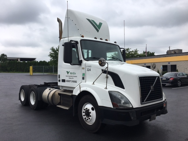 Day Cab Tractor-Heavy Duty Tractors-Volvo-2012-VNL64T300-HARRISBURG-PA-562,086 miles-$25,000