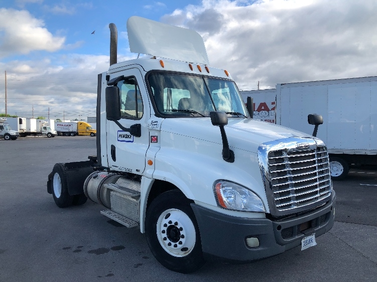 Day Cab Tractor-Heavy Duty Tractors-Freightliner-2012-Cascadia 12542ST-INDIANAPOLIS-IN-367,381 miles-$29,500