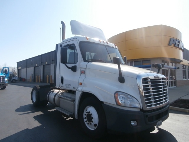 Day Cab Tractor-Heavy Duty Tractors-Freightliner-2012-Cascadia 12542ST-WEST HAVEN-CT-339,409 miles-$28,250