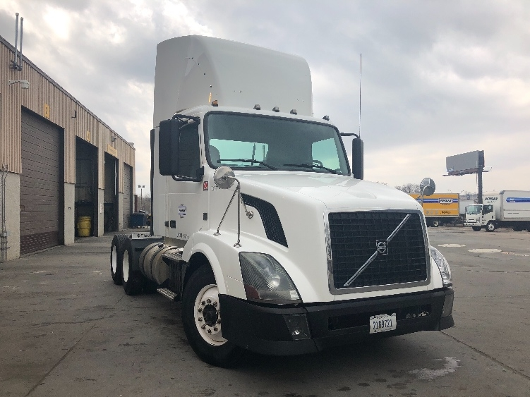 Day Cab Tractor-Heavy Duty Tractors-Volvo-2012-VNL64T300-OMAHA-NE-599,600 miles-$31,000