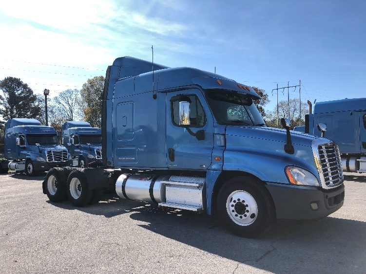 Sleeper Tractor-Heavy Duty Tractors-Freightliner-2012-Cascadia 12564ST-CLEVELAND-TN-453,913 miles-$36,250
