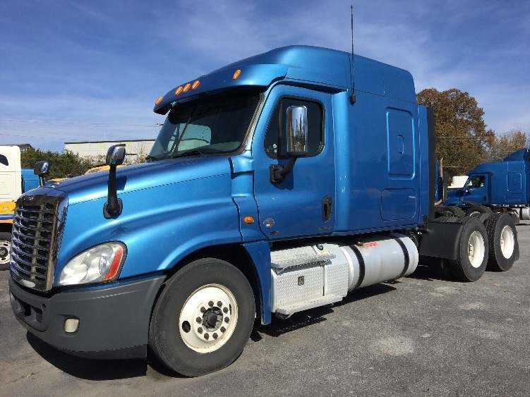 Sleeper Tractor-Heavy Duty Tractors-Freightliner-2012-Cascadia 12564ST-CLEVELAND-TN-587,492 miles-$35,250