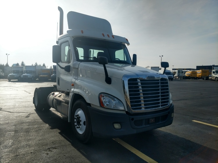 Day Cab Tractor-Heavy Duty Tractors-Freightliner-2012-Cascadia 12542ST-PERRYSBURG-OH-272,853 miles-$33,750