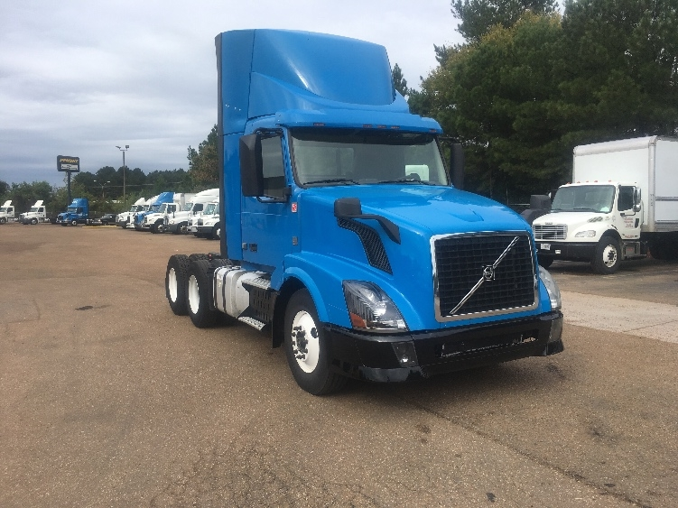 Day Cab Tractor-Heavy Duty Tractors-Volvo-2012-VNL64T300-JACKSON-MS-605,727 miles-$43,750