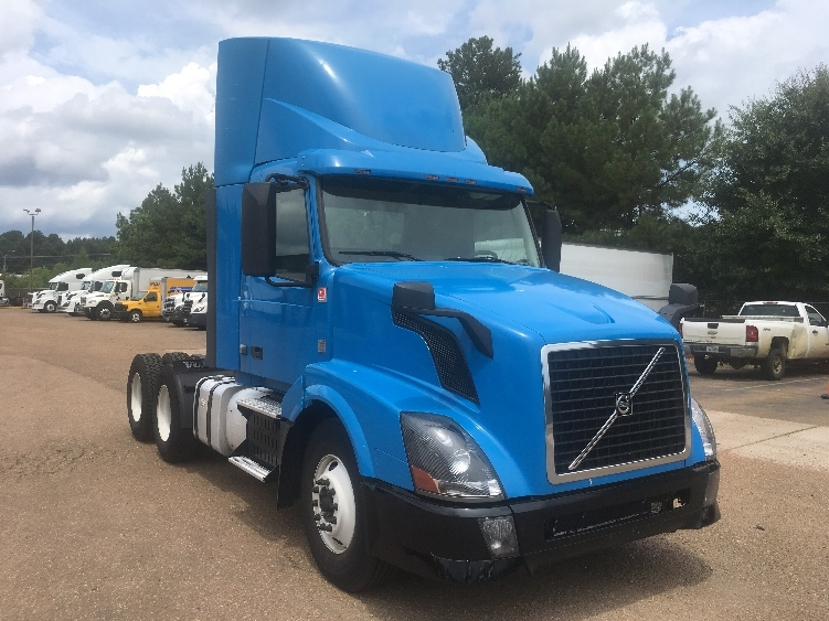 Day Cab Tractor-Heavy Duty Tractors-Volvo-2012-VNL64T300-JACKSON-MS-578,426 miles-$28,750