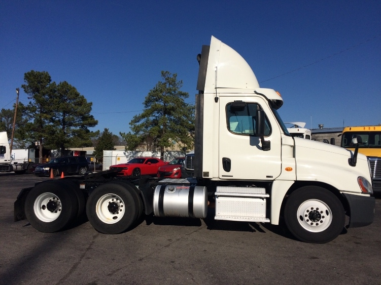 Day Cab Tractor-Heavy Duty Tractors-Freightliner-2012-Cascadia 12564ST-HOMEWOOD-AL-543,773 miles-$14,000