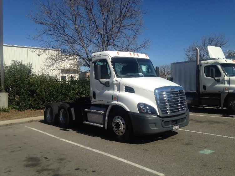 Day Cab Tractor-Heavy Duty Tractors-Freightliner-2012-Cascadia 11364ST-CERES-CA-381,170 miles-$43,000