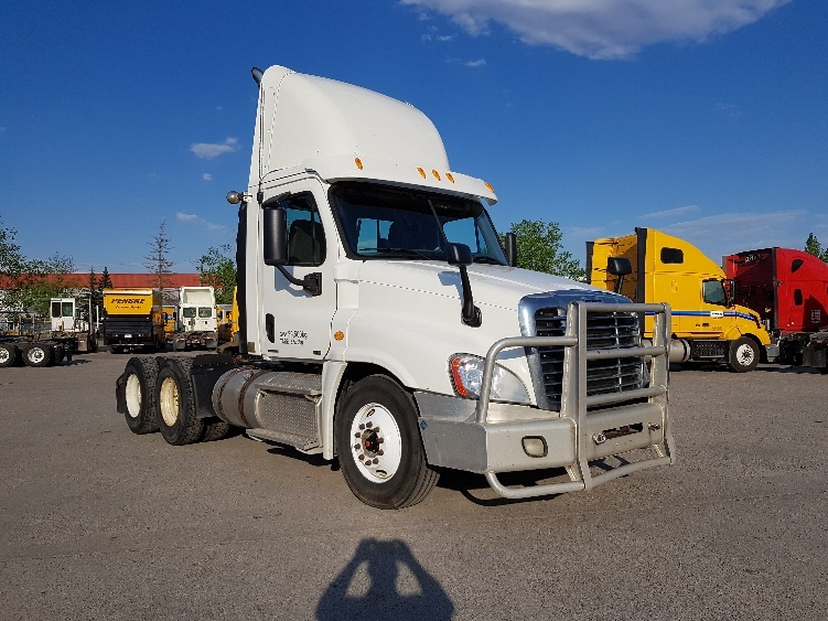 Day Cab Tractor-Heavy Duty Tractors-Freightliner-2012-Cascadia 12564ST-CALGARY-AB-701,131 km-$51,750