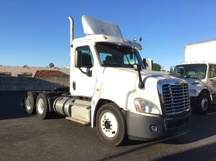 Day Cab Tractor-Heavy Duty Tractors-Freightliner-2012-Cascadia 12564ST-CITY OF INDUSTRY-CA-131,302 miles-$41,750