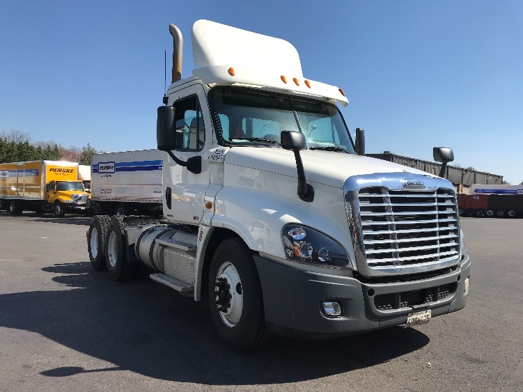 Day Cab Tractor-Heavy Duty Tractors-Freightliner-2012-Cascadia 12564ST-CAPITOL HEIGHTS-MD-338,381 miles-$30,750