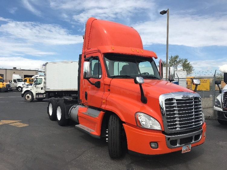 Day Cab Tractor-Heavy Duty Tractors-Freightliner-2012-Cascadia 12564ST-WEST VALLEY CITY-UT-431,811 miles-$40,000